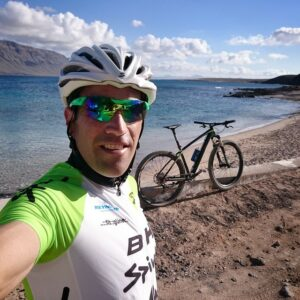 Eneko LLanos en mountain bike