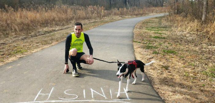 (VÍDEO) Un atleta americano corre una milla a 2'29″/km… ¡Con un perro!